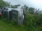 Hà Tĩnh: Toyota Hilux bị tàu hỏa đâm trúng và hất văng xuống vực