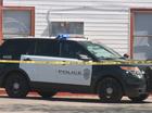 Bị ngộ độc khí CO khi ngồi bên trong Explorer, một cảnh sát kiện Ford