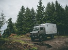 Biến xe tải của Mercedes-Benz thành nhà di động