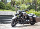 Gặp gỡ Harley-Davidson Road King Special 2017 đầu tiên tại Việt Nam