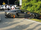 Vượt bất thành, siêu xe Lamborghini Aventador gây tai nạn tại Malaysia
