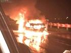 Hà Nội: Chủ bỏ đi khi xe ô tô 4 chỗ bốc cháy dữ dội trên cao tốc Pháp Vân - Cầu Giẽ