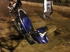 """Hà Nội: Yamaha Exciter 150 cắm đầu xuống """"hố tử thần"""" trên vỉa hè"""