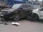 """Quảng Ninh: Va chạm cùng Hyundai Santa Fe trên phố, Toyota Fortuner nát đầu, """"rụng"""" 1 bánh xe"""