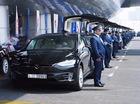 """Sau dàn siêu xe cảnh sát, Dubai lại khiến nhiều người """"phát hờn"""" vì dùng ô tô """"sang chảnh"""" Tesla làm taxi"""