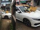 Huế: Đỗ chắn ngõ, Honda Civic 2017 bị biến thành nơi tập kết rác