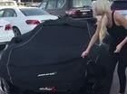 Cô nàng tóc vàng lại khiến nhiều người ghen tị khi cầm lái McLaren P1 với khoang động cơ mạ vàng 24 K