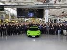 Lamborghini xuất xưởng chiếc Huracan thứ 10.000, lộ tin về người kế nhiệm
