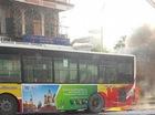 Hà Nội: Xe buýt đang chở khách trên đường bỗng bốc khói dữ dội