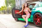 Cô nàng trong veo đầy gợi cảm bên BMW Z4 mạ crome