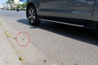 """Cảnh giác trước """"bẫy chông"""" có thể phá lốp xe trên đường phố Hà Nội"""