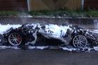 Hàng hiếm Ferrari F12tdf bị lửa thiêu rụi hoàn toàn trên đường không giới hạn tốc độ tại Đức