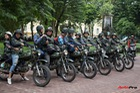 Du khách nước ngoài hào hứng cưỡi xe Minsk dạo phố Hà Nội