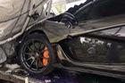"""Gặp """"tai bay vạ gió"""", siêu xe hàng hiếm McLaren P1 tan nát tại Campuchia"""
