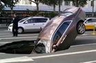 Rolls-Royce Phantom 17 tỷ Đồng cắm đầu xuống