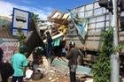 Quảng Ngãi: Xe tải mất lái tông sập 4 nhà dân