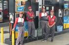 Mua xăng ở Nhật: Được đối xử