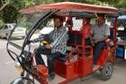 Cách người nghèo Ấn Độ tiếp cận xe điện khi chưa thể mua ô tô