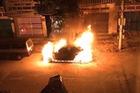 Quảng Ninh: Mercedes-Benz GLK cháy như đuốc trong đêm