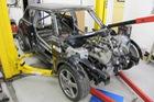 Thợ độ nhấc máy BMW V8 sang MINI Cooper, thay cả hệ dẫn động lẫn hộp số