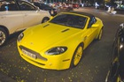 """Hàng hiếm Aston Martin Vantage Roadster vàng """"từ đầu đến chân"""" tại Sài Gòn"""
