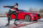 Jaguar XE 300 Sport ra mắt bằng màn chạy đua trên băng