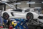 """Cận cảnh quá trình """"làm đẹp"""" của 4 siêu xe Lamborghini tại Sài Gòn trước hành trình khám phá Tây Nguyên"""