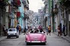 Ảnh: Vẻ đẹp hớp hồn của các xe ô tô cổ trên các góc phố nẻo đường Cuba