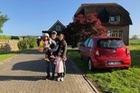 Gặp ông bố một mình lái xe 4.500km đưa 2 con và vợ chu du 9 nước Châu Âu trong 21 ngày