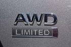 Những chữ cái viết tắt FWD, RWD, AWD, 4WD đính trên thân xe có ý nghĩa gì?