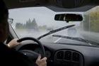 5 thứ cần kiểm tra sau khi lái xe trong mưa lũ