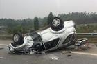 Toyota Fortuner gặp tai nạn, lật ngửa đầu năm mới