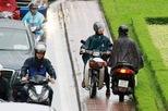 Sáng đầu tuần, nhiều tuyến phố trọng điểm ở Hà Nội ùn tắc vì mưa trên diện rộng