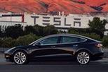 """Chiếc Tesla Model 3 đầu tiên xuất xưởng và lập tức về tay """"người nhà"""""""