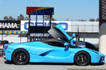Gặp gỡ Ferrari LaFerrari màu xanh Lemans nổi bần bật trên phố