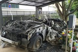 """Chiếc xe ô tô bị đâm nát, sở cảnh sát Nhật Bản đem về """"thờ"""" và câu chuyện khiến nhiều người rơi nước mắt"""