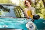 """Các nữ triệu phú tự thân Trung Quốc sở hữu ô tô hạng sang như một biểu tượng của """"nữ quyền mới"""""""