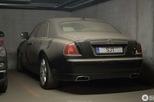 Xót xa với cảnh xe sang Rolls-Royce Ghost bị chủ bỏ rơi trong hầm, phủ đầy bụi bẩn