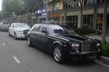 """Hàng hiếm Rolls-Royce Phantom """"Rồng"""" xuất hiện trong buổi khai trương một cửa hàng tại quận 2"""