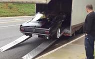 """""""Đắng lòng"""" khi xem cảnh vận chuyển Ford Mustang 1965"""
