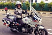 Nữ cảnh sát giao thông xinh đẹp lái mô tô phân khối lớn