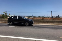 Crossover 5 chỗ Peugeot 3008 2017 bất ngờ xuất hiện trên đường phố Việt Nam, được đồn ra mắt vào năm sau