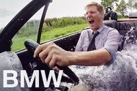 Góc chống nóng ngày hè: Biến xe mui trần BMW thành bồn tắm, vừa đi vừa ngâm xà phòng