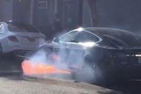 Đang yên đang lành, Tesla Model S tự bốc cháy khi đang vận hành