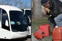Úc: Toan hút trộm xăng, nhóm thanh niên hút trúng phải bể phốt của xe bus
