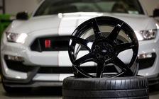 Hóa ra đây là cách chế tạo la zăng bằng sợi carbon trên siêu xe Ferrari
