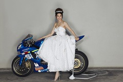 Cựu Á hậu 2 gây bất ngờ khi chiến thắng trong giải đua mô tô tại Thái Lan