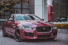 """Chiêm ngưỡng """"báo đỏ"""" Jaguar XE-S đầu tiên Việt Nam"""