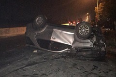 """""""Thánh lật"""" Toyota Fortuner """"ngửa bụng"""" trong tai nạn vào rạng sáng tại Quảng Ninh"""
