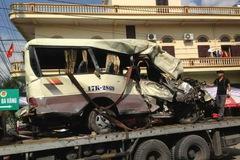 Quảng Ninh: Xe khách chở người đi lễ chùa lao xuống vực, 2 người tử vong